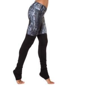 ALO Yoga Pants - Alo yoga python glossy goddess ribbed leggings